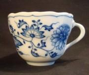 Hutschenreuther Zwiebelmuster: Kaffee-Obertasse H = 7 cm; Ø = 9 cm