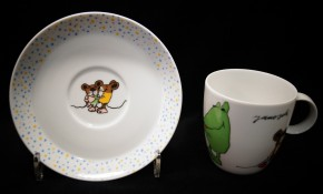 Thomas York Janosch: Kaffeetasse 2-tlg. h = 7 cm; Durchm.: 7,4 cm; UT = 14 cm;